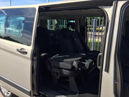 Nuomojamas mikroautobusas Ford Tourneo Custom 2017 iš šono su sėdynėmis