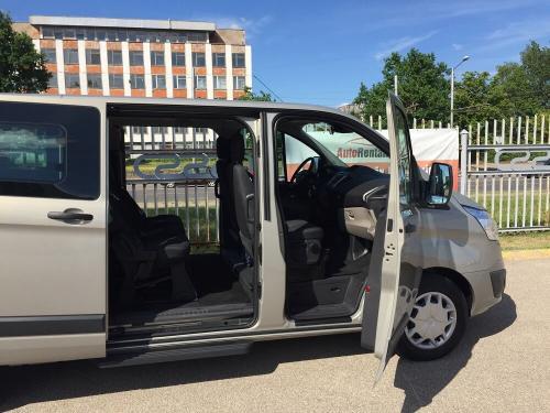 Nuomojamas mikroautobusas Ford Tourneo Custom 2017 iš šono su vidumi