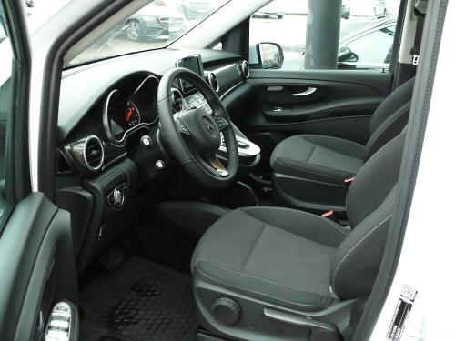 Nuomojamas mikroautobusas Mercedes Benz V-Class salonas